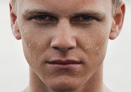 肌がすぐ脂ぎって泣きそうなテカテカ男子へ。すべすべ肌になったらモテたw